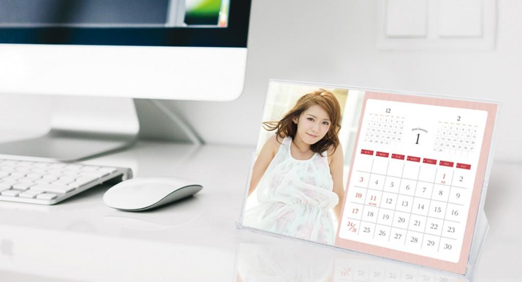毎年恒例のサービスクーポン付き【卓上カレンダー】です。